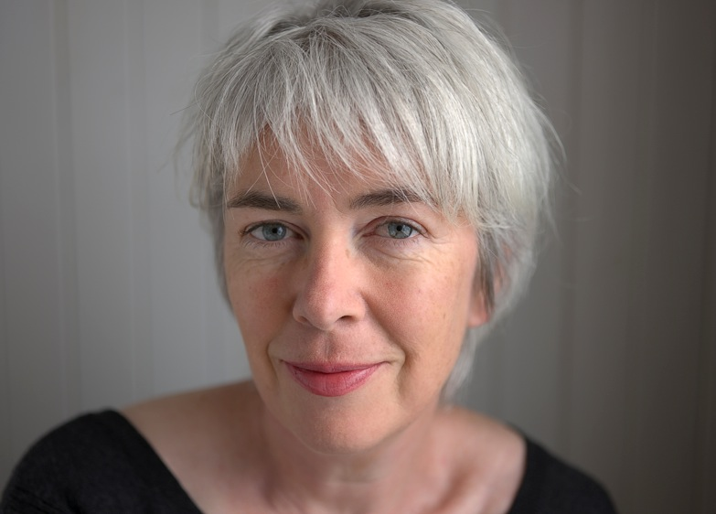 Ein Interview mit Nicola White, Beitragsbild: Nicola White, Autorin von In the Rosary Garden