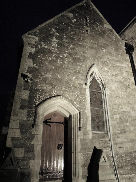 Bild 1 Besprechung The Dead House von Harry Bingham