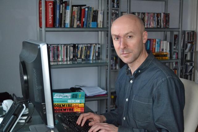 Autor Christopher Borkiger bei der Arbeit