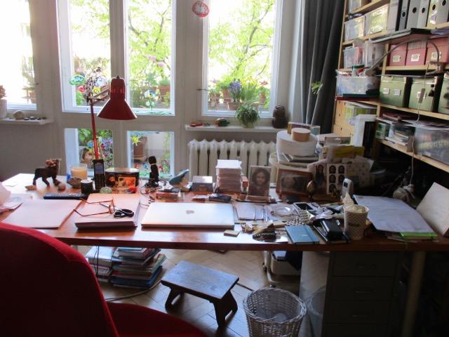 Arbeitsplatz der Übersetzerin Conny Lösch, Interview mit Krimiscout
