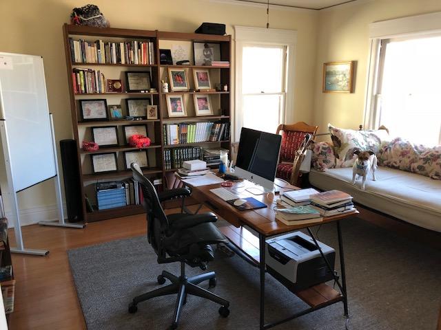 Arbeitszimmer der Autorin Ivy Pochoda, im Interview mit Krimiscout