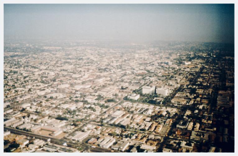 Blick aus dem Flugzeug auf Los Angeles, Beitragsbild zur Krimiscout-Besprechung von Wonder Valley, Ivy Pochoda