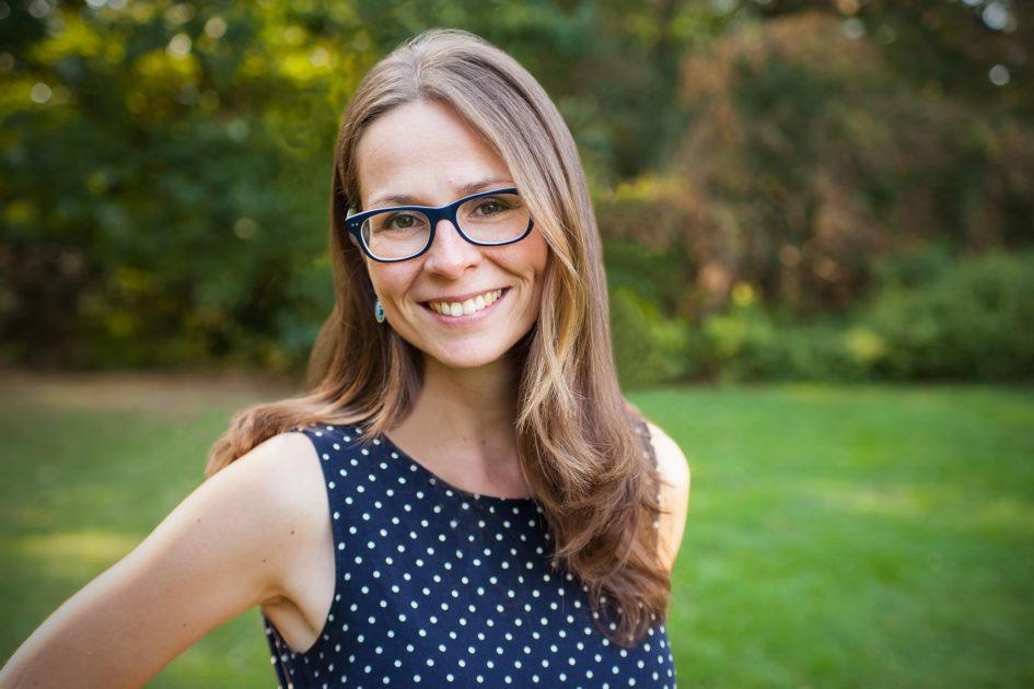 Porträtfoto Stefanie Jacobs im Interview mit Krimiscout