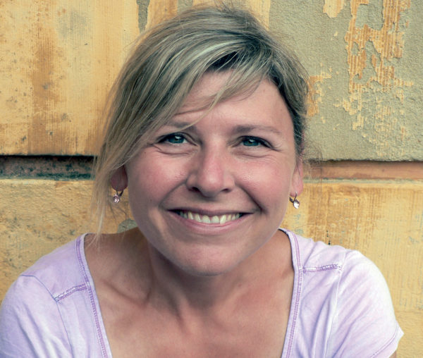 Porträtfoto Monika Geier, im Gespräch mit Krimiscout